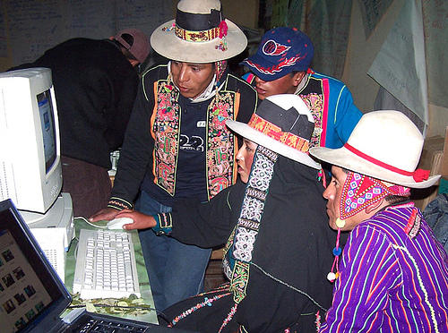 Bolivian farmers learn to use computers and the internet