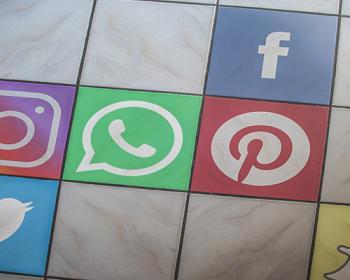 Intervozes en RightsCon: debatiendo la regulación de grandes plataformas y consejos de supervisión de redes sociales