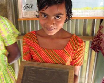 Niñas en Bangladesh: las barreras culturales son más fuertes que la falta de dinero o computadores a la hora de conectarse