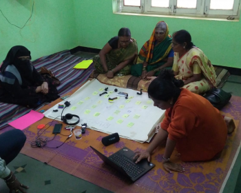 Community Networks Stories: Experiences from co-creating a local knowledge network