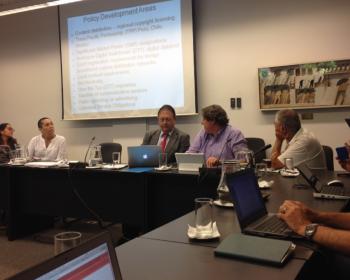 Expertos de la sociedad civil latinoamericanos debaten sobre la concentración de los medios y la convergencia digital en Montevideo