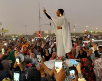 Le président destitué après la répression brutale des manifestations au Soudan, tant hors ligne qu'en ligne