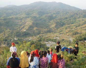 Community Networks Stories: Creating songs with children in an Indonesian indigenous village