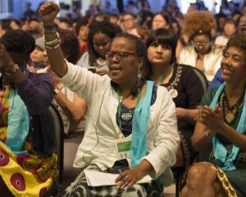 Plenaria de apertura del Foro de AWID: energía, canto y rituales para espantar los males