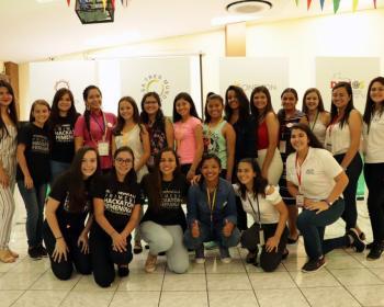 Sulá Batsú forma a cientos de jóvenes centroamericanas en tecnologías para transformar su vida