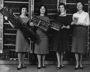 Sulá Batsú: Repensar el papel de las mujeres en la tecnología