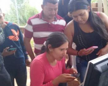 Miembros de APC en 2017: Construir y apoyar redes celulares comunitarias en Brasil y Colombia