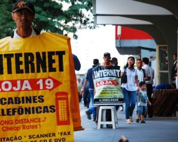 Brésil : les connexions à haute vitesse arrivent par voie aérienne pour les populations exclues