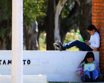 Children using XO computers in Uruguay. Photo: Amy Mahan 2008