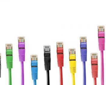 Mettre fin à l'exclusion numérique: Pourquoi la fracture de l'accès persiste-t-elle et comment la réduire