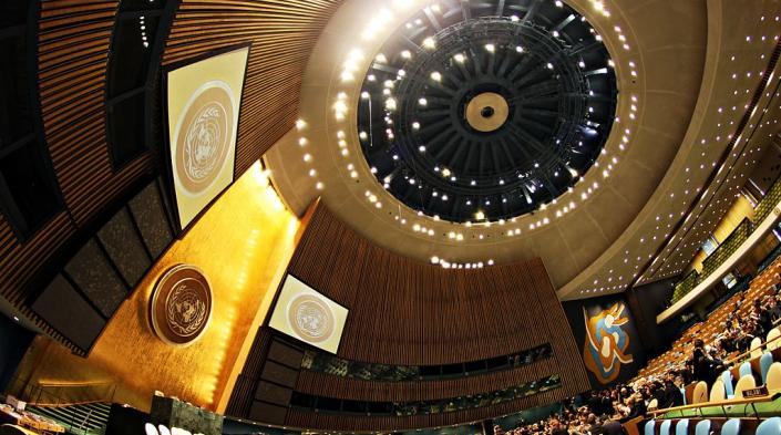 Image by Basil D Soufi on Wikimedia Commons (https://en.wikipedia.org/wiki/File:United_Nations_General_Assembly_Hall_(2).jpg)