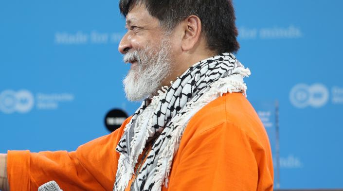 Shahidul Alam during The Bobs Awards ceremony in 2014. By Deutsche Welle.