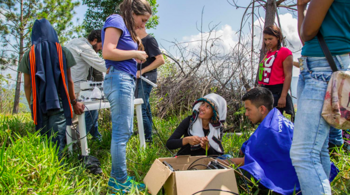 In 2018, APC member Colnodo was awarded a grant that it will use to implement TV white space technology with a gender focus in community projects in Colombia. Photo: Colnodo