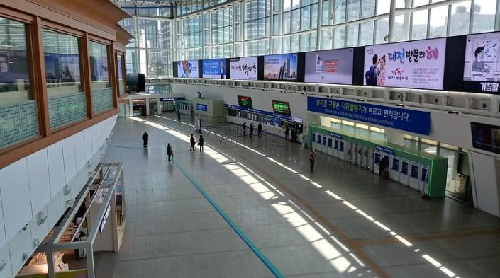 Photo: Seoul Station by Jens-Olaf Walter, used under CC BY-NC 2.0 licence (https://flic.kr/p/2iGcYwJ)