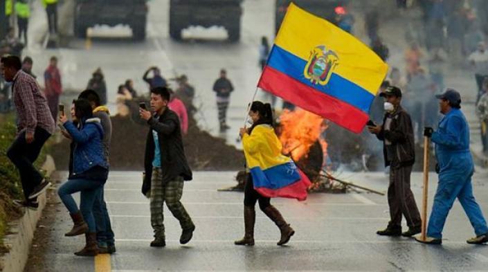 Imagen: Servindi (https://www.servindi.org/actualidad-noticias/08/10/2019/como-ocurrio-el-giro-neoliberal-de-ecuador) via Access Now.