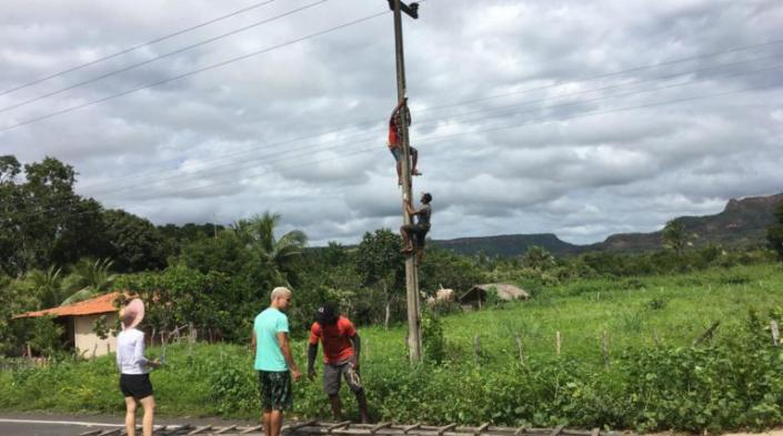 Image: Building a community network in Quilombo Peri Peri. Source: ARTICLE 19