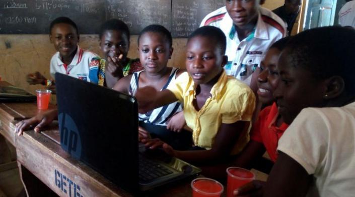 Sesión de capacitación de Wireless Ghana. Fotografía proporcionada por Emmanuel Vitus Agbenonwossi usada con autorización