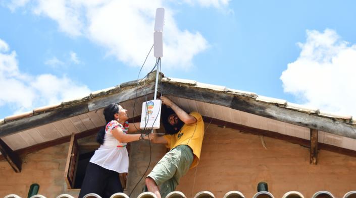 Instalación de nodo en la red Portal sem Porteiras / Foto: Karla Velasco