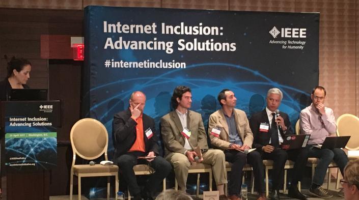 De izquierda a derecha: Jane Coffin (Internet Society); Steve Song (Network Startup Resource Center); Christian O'Flaherty (Internet Society); Erick Huerta (Rhizomatica); Julián Casasbuenas G. (Colnodo); Roger Baig Viñas (Fundació Guifi.net)